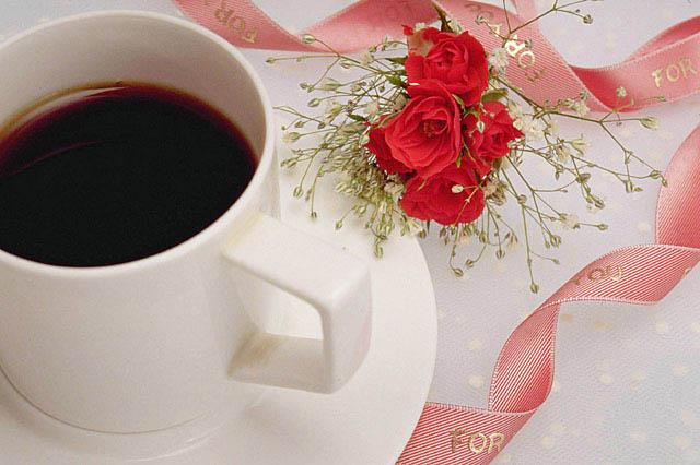 リボンと花とホットコーヒー