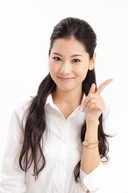 女性が人差し指をたてておすすめしている