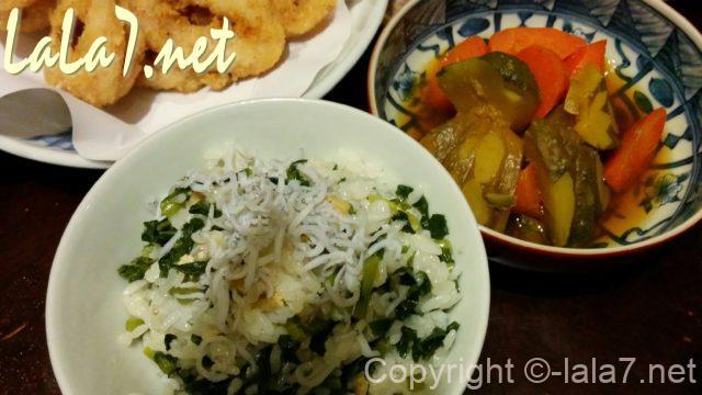 大根の葉の混ぜご飯(しらすのせ)と煮物と揚げ物