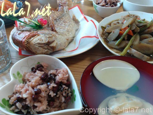 お赤飯と鯛のおかしら付き 煮物