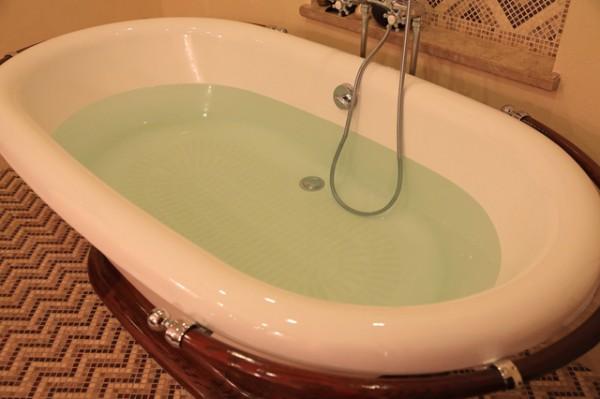 お湯のはってある浴槽
