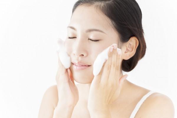 「ゆらぎ肌」困ったときのスキンケア・美肌になるには「牛乳洗顔」を