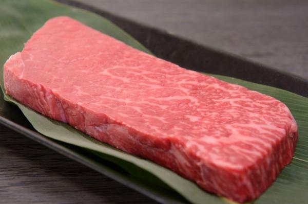 分厚い牛の赤身肉