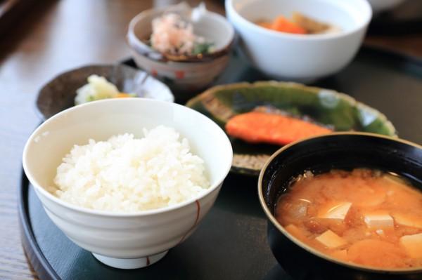 家庭料理一汁山菜の定食