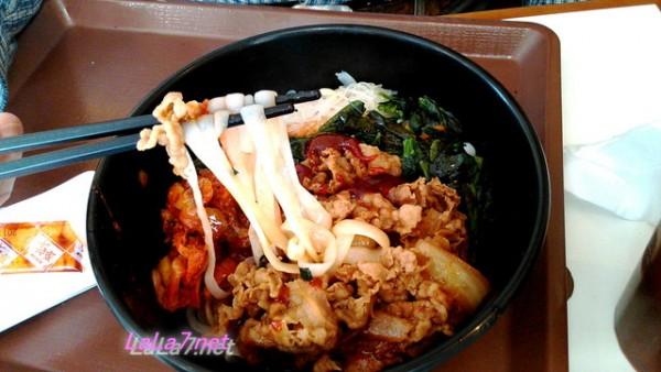 すき家のロカボ牛ビビン麺の麺アップ