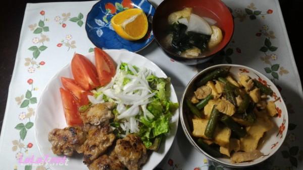 豚小間肉の団子をメインにした糖質制限おかず夕食に副菜とともに