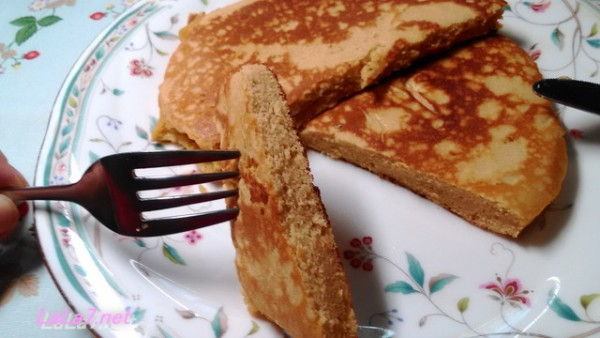 大豆粉パンケーキ、切ったところの写真