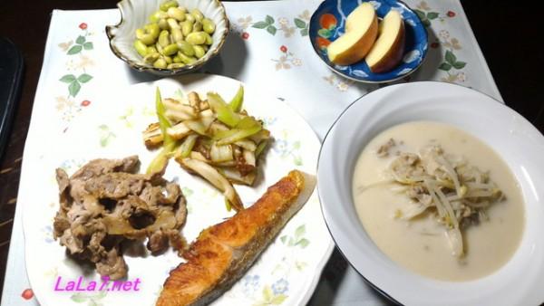 豆乳スープと焼き鮭の糖質制限の夕食の一例