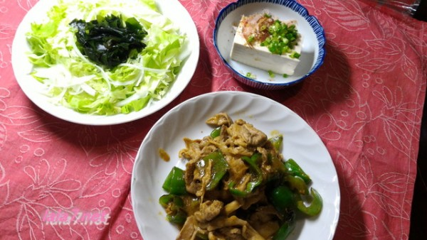 豚肉とピーマンカレー味(オリエンタルカレーで)糖質制限食事の付け合わせ二品夕食