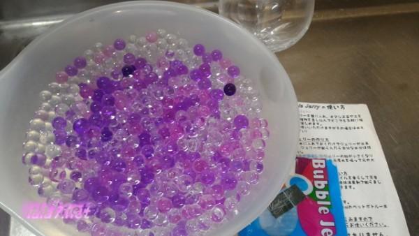 バブルジュエリー一袋10グラムが水で膨らんだ様子(約10時間後)