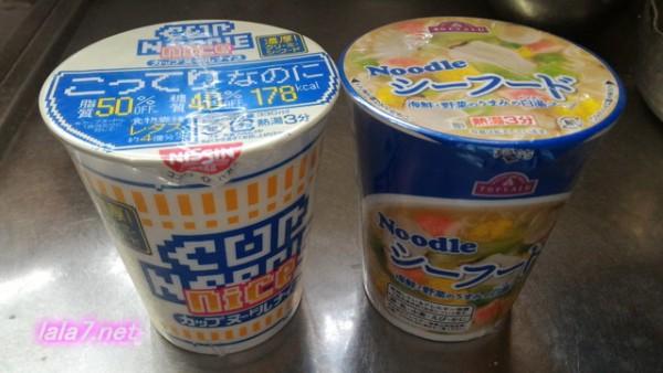 脂質糖質カロリーオフのカップヌードルナイスと普通のカップヌードル