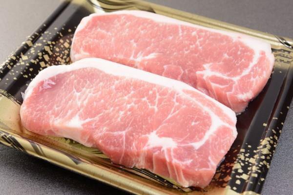 分厚い豚肉ステーキ