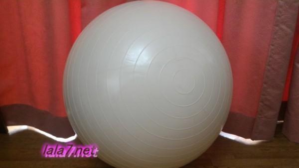 アンチバーストタイプのバランスボール白