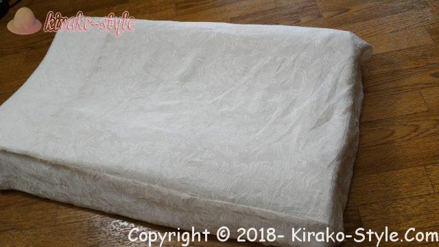 髪を寝ながら保護するならシルクのカバー、スカーフで代用も、着物の白いシルク生地で手作りした枕カバー