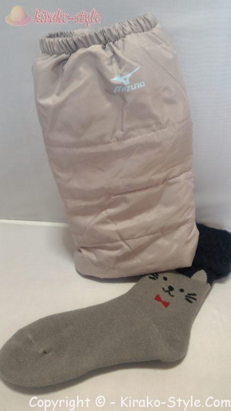 レッグウォーマーで冷え取り/足元ホカホカ作戦!厚い靴下で足首カバー、レッグウォーマー+分厚い靴下の画像