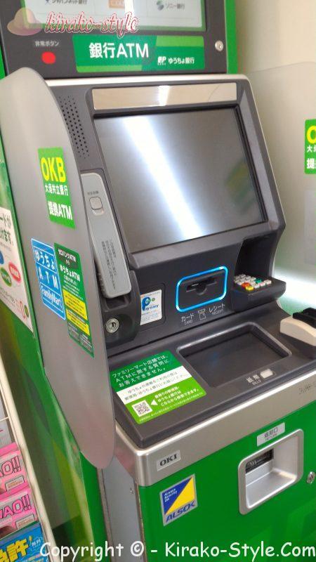 ファミリーマートに設置されているゆうちょのATM緑色