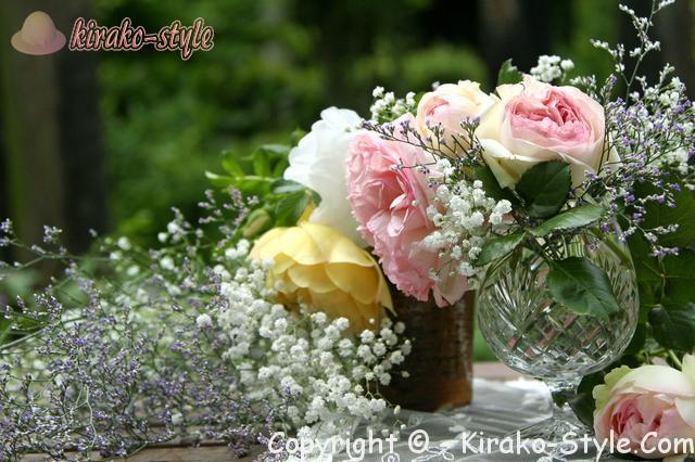 白ピンク黄の花とカスミソウの花束