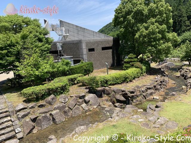土砂災害の危険を学んだ「さぼう遊学館」岐阜県海津市の施設の裏の谷川