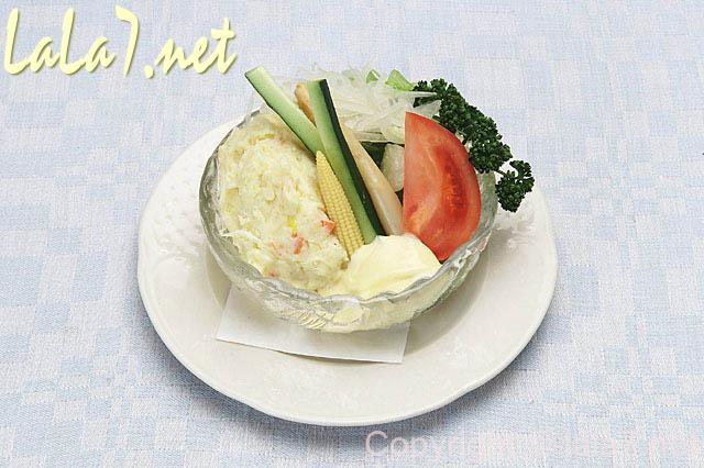ポテトサラダの画像、マッシュポテトを作るのにみかんネットを活用する