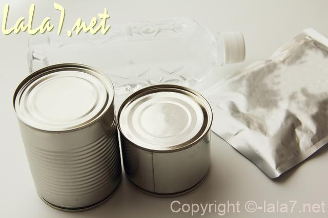 災害用の備蓄品食料、缶詰・レトルト・ペットボトル