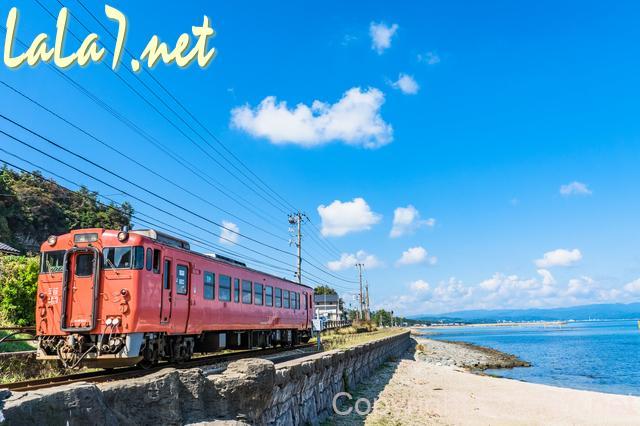 電車の旅、海岸沿い