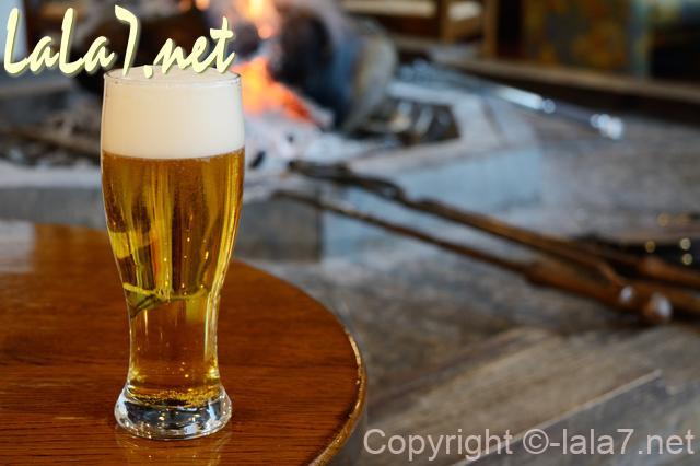 ビール アルコール お酒 暖炉のそば