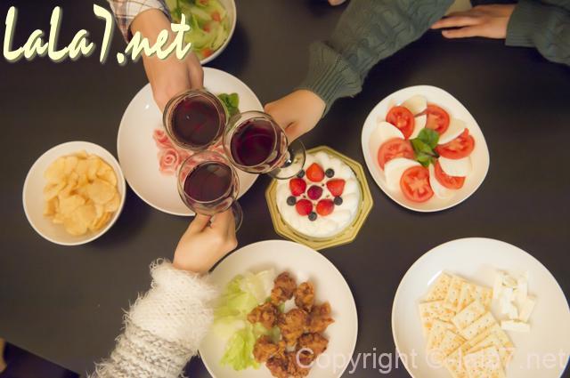 パーティー料理 赤ワインで乾杯