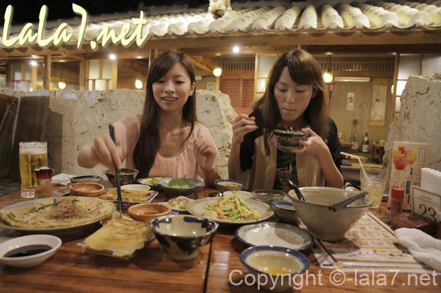 飲み会 宴会 女性二人