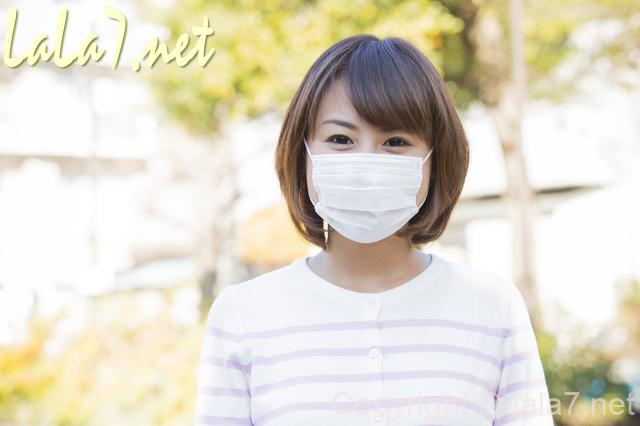 マスクをした女性 笑顔