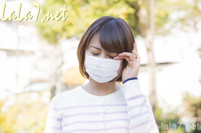 マスクをした女性 症状
